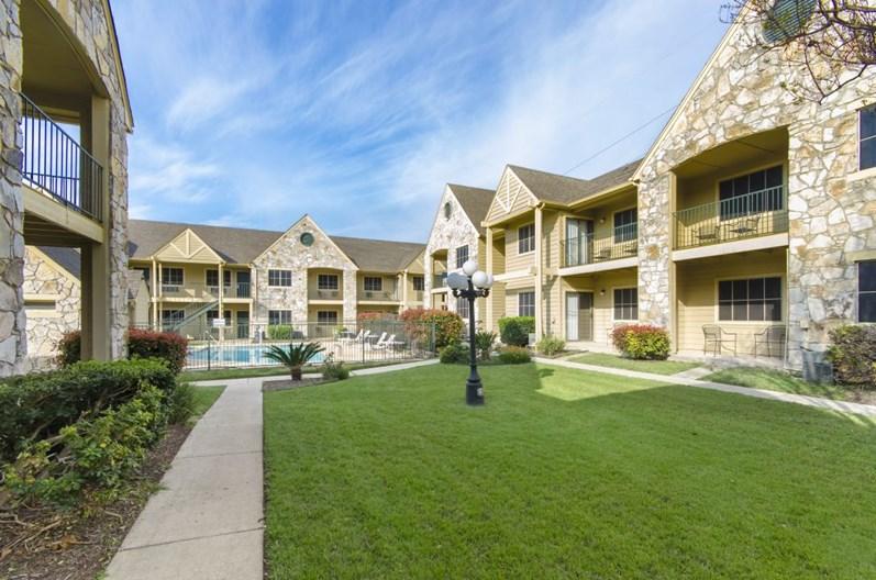 Navona at Live Oak Apartments