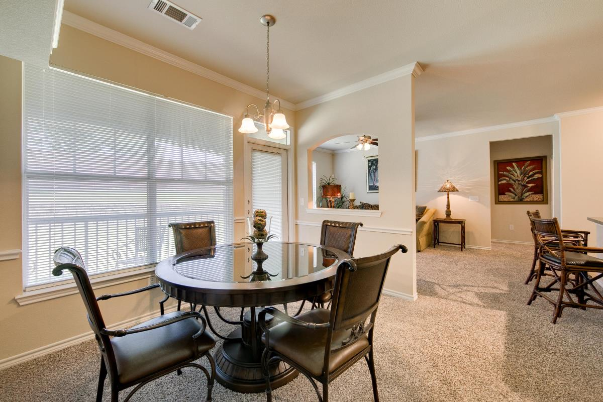 Dining at Listing #144093