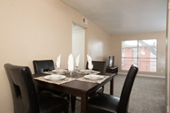 Dining at Listing #229898
