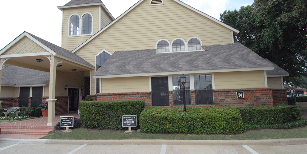 Exterior at Listing #136445