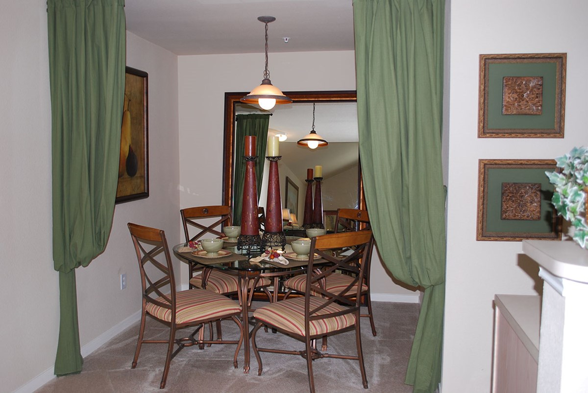 Dining at Listing #144489