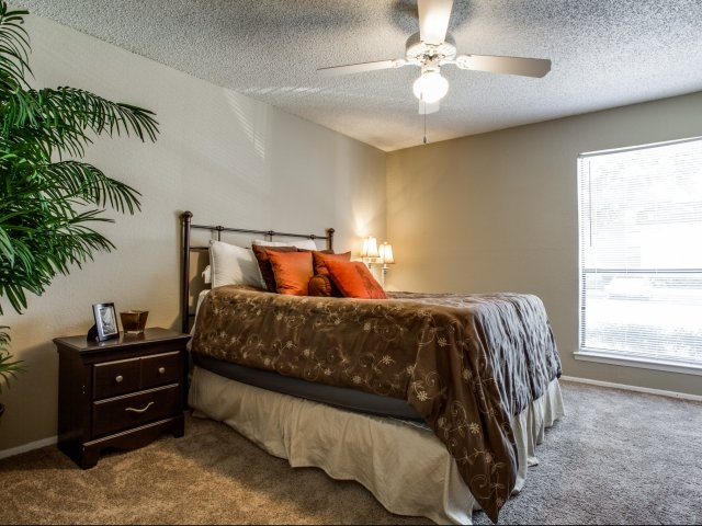 Bedroom at Listing #136395