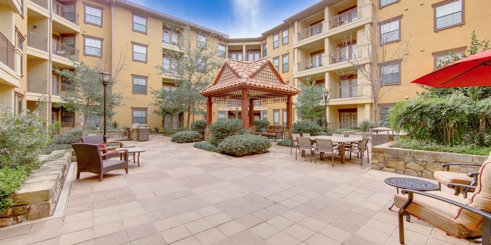 Courtyard at Listing #144934