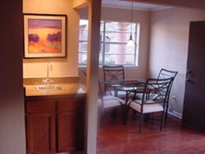 Dining at Listing #138201