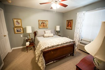 Bedroom at Listing #140077