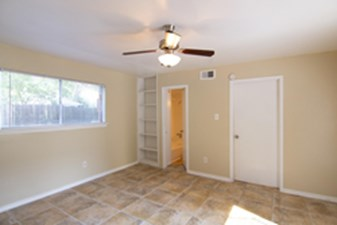 Bedroom at Listing #144451