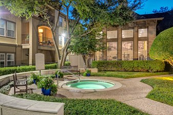 Hot Tub at Listing #137989