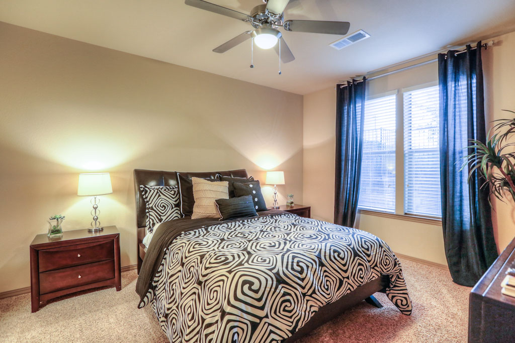 Bedroom at Listing #152221