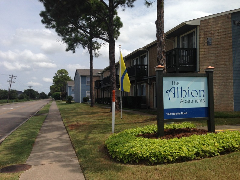 Albion ApartmentsAngletonTX