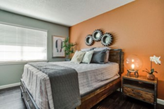 Bedroom at Listing #136817