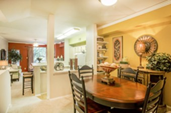 Dining at Listing #137573