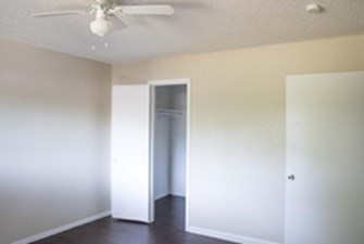 Bedroom at Listing #138137