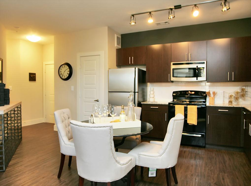 Dining at Listing #151599