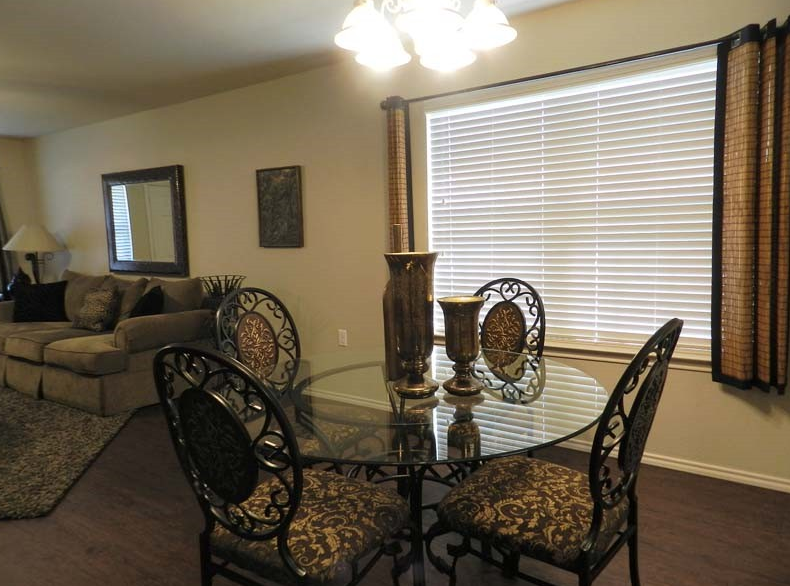 Dining at Listing #150835