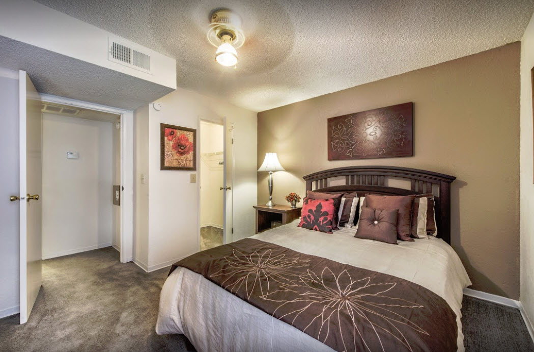 Bedroom at Listing #136180