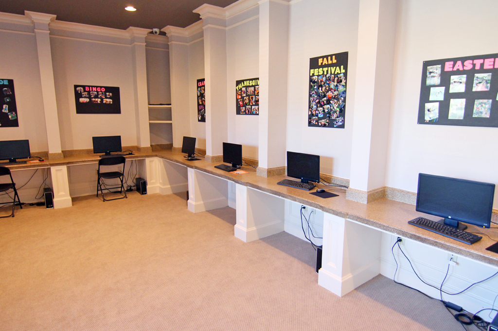 Business Center at Listing #140136