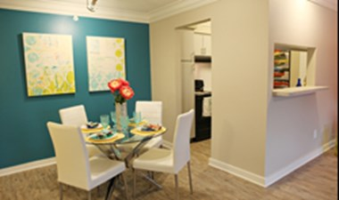 Dining at Listing #138273