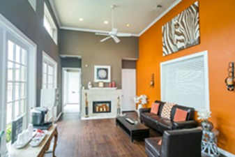 Lounge at Listing #137780
