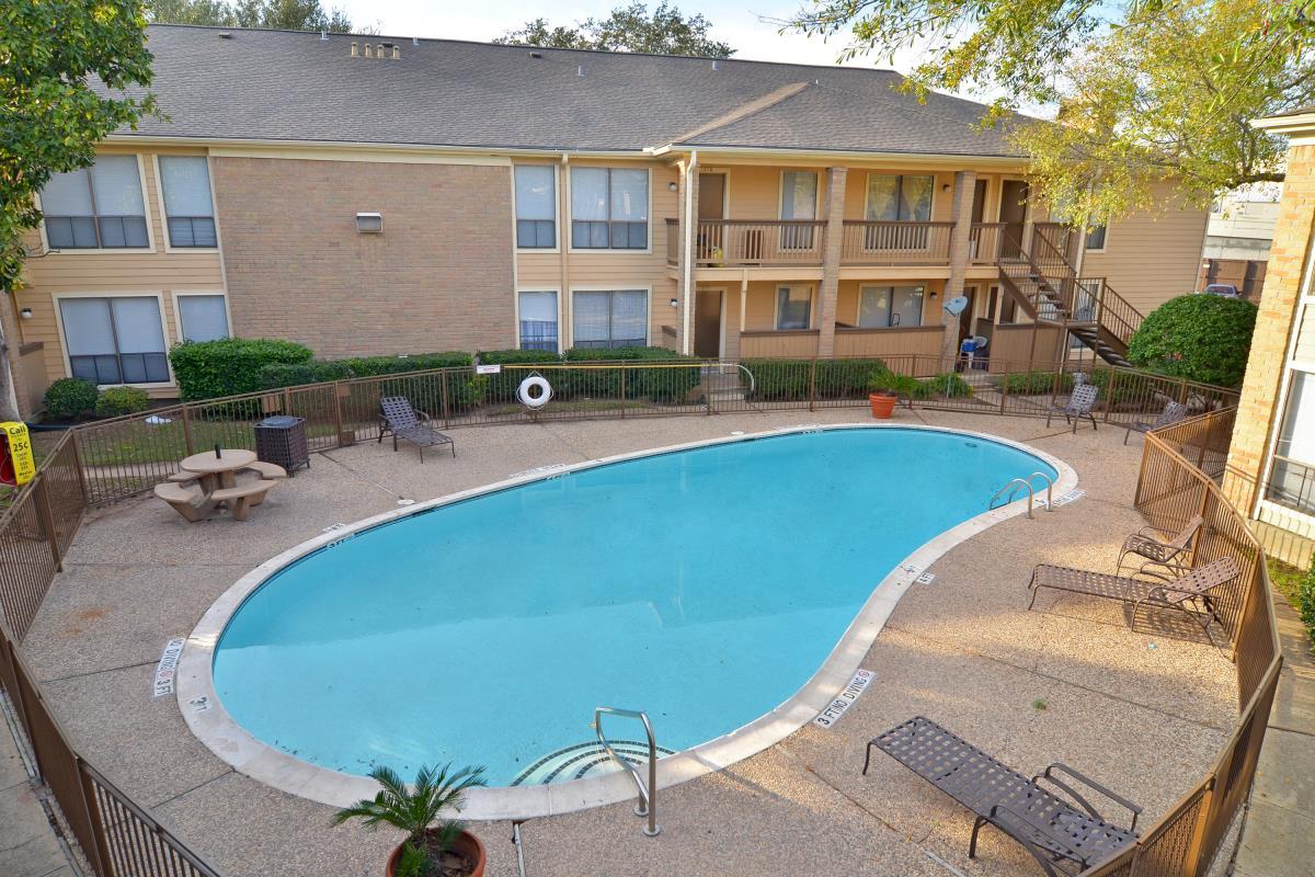 Pool at Listing #138805