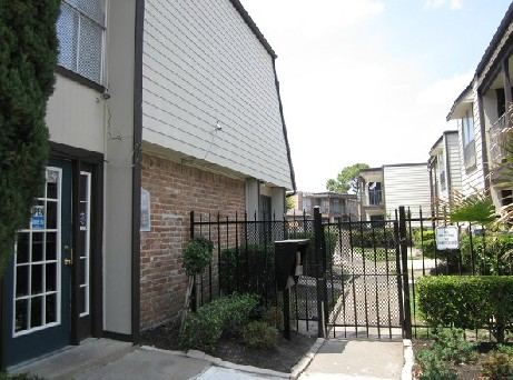 Exterior 3 at Listing #139579