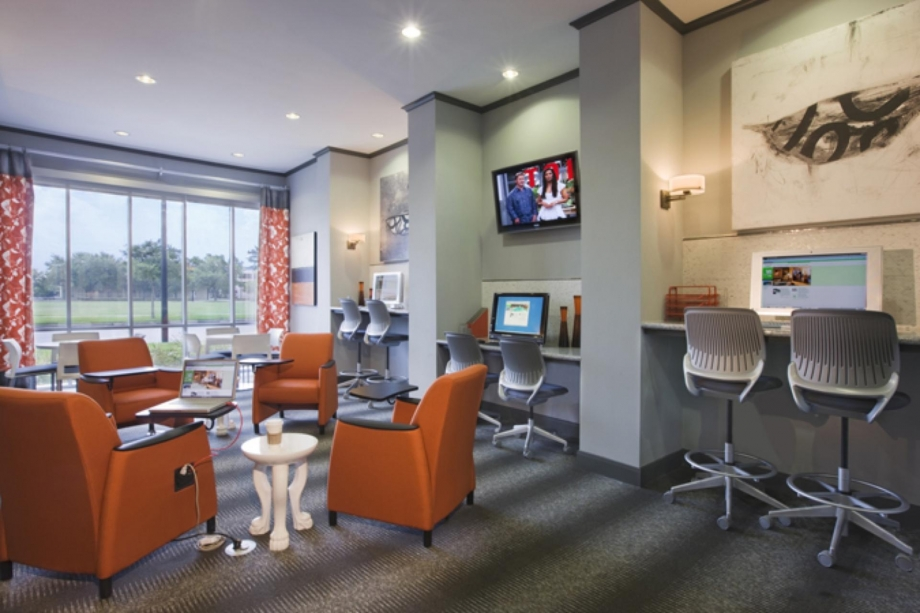 Business Center at Listing #150433