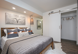 Bedroom at Listing #305615