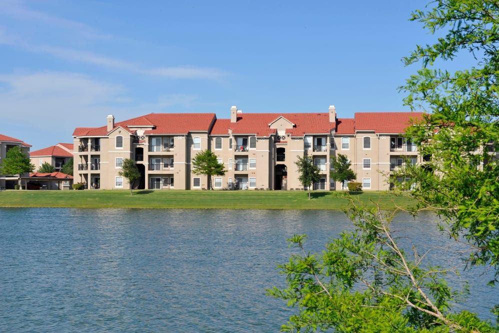 Crescent Cove at Lakepointe Apartments Lewisville TX
