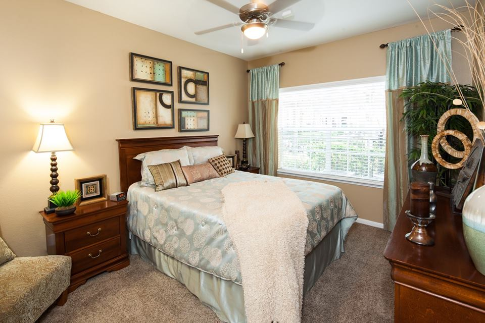 Bedroom at Listing #139082