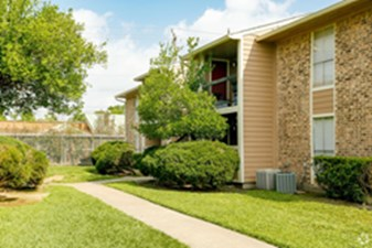 Exterior at Listing #138690