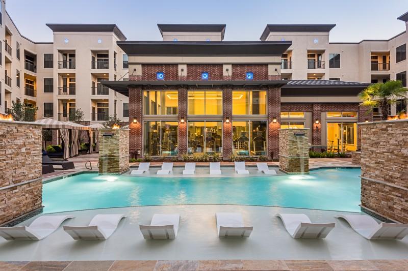 Pool at Listing #276673