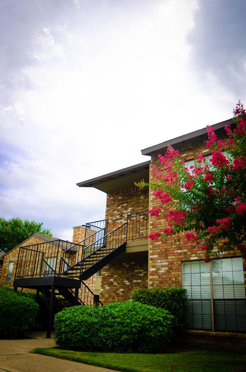 Exterior at Listing #136582