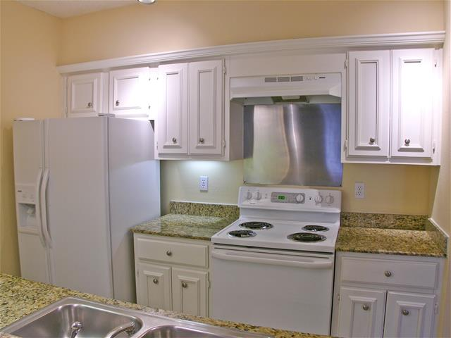 Kitchen at Listing #137884