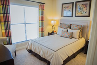 Bedroom at Listing #144575