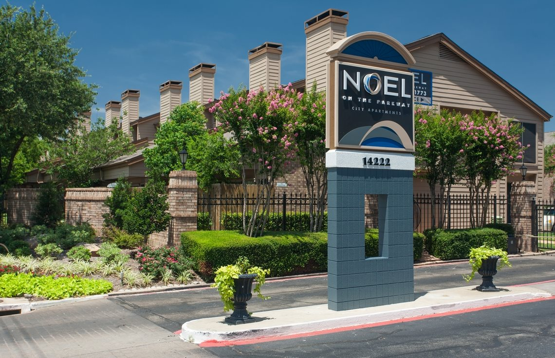 Noel on the Parkway Apartments