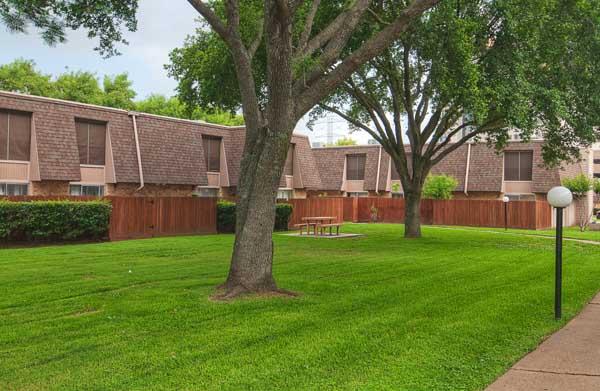 Resort Townhomes Apartments Stafford, TX