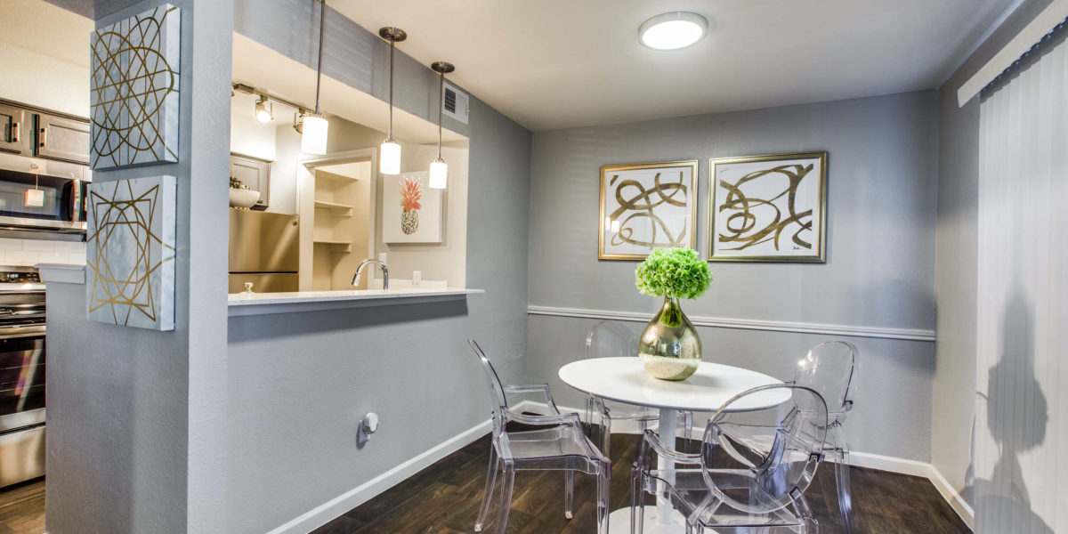 Dining at Listing #137009