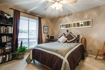 Bedroom at Listing #136446