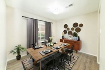 Dining at Listing #137189