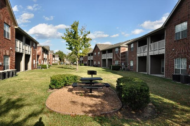 Lakeview Estates Apartments