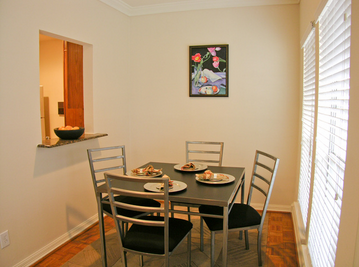 Dining at Listing #244218