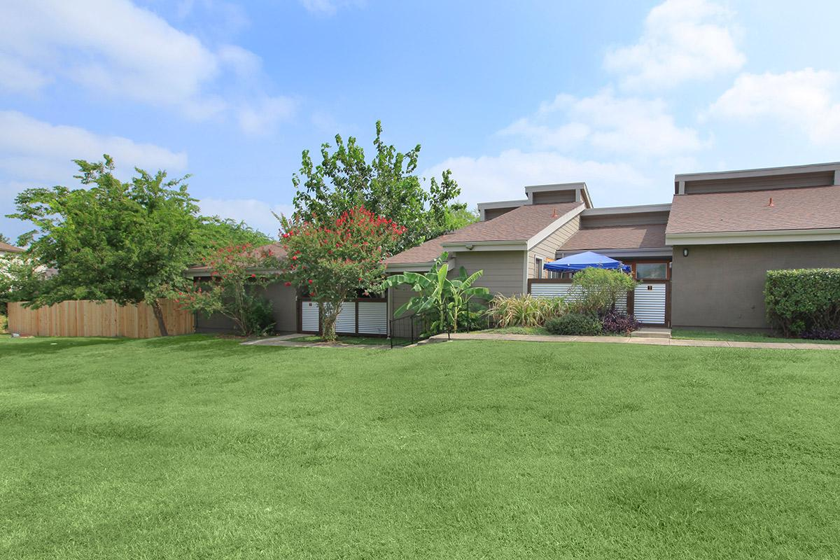 Exterior at Listing #140877