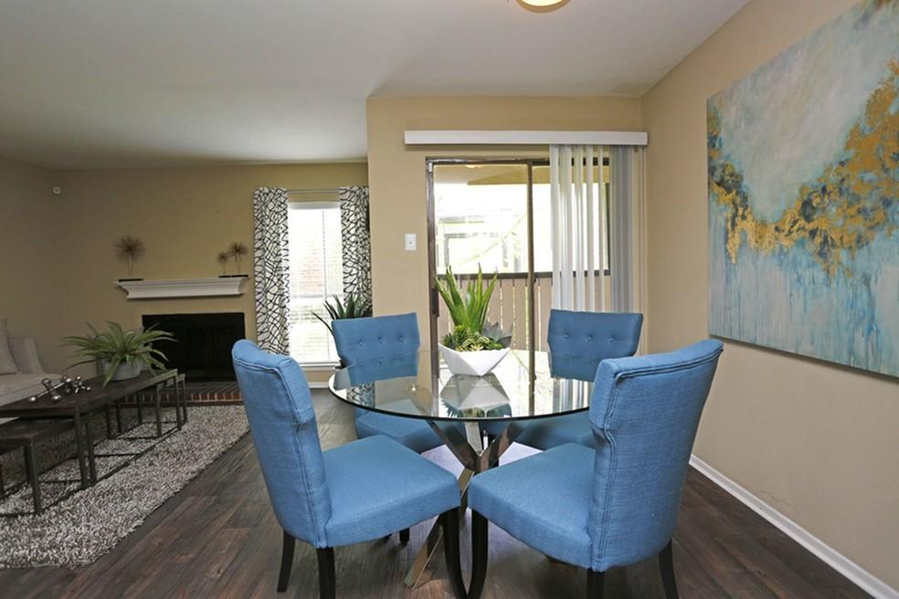 Dining at Listing #135925