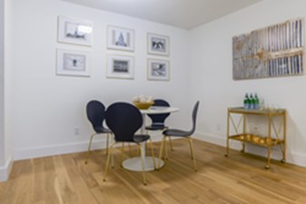 Dining at Listing #140400