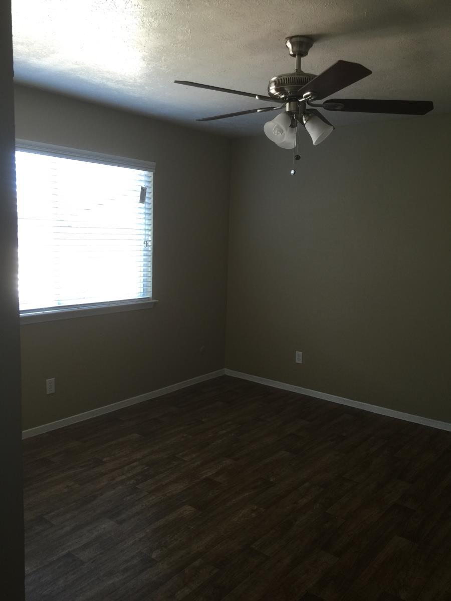 Bedroom at Listing #137079