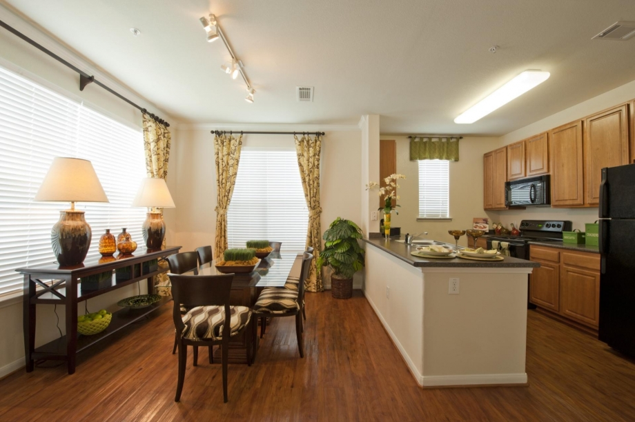 Dining/Kitchen at Listing #143402