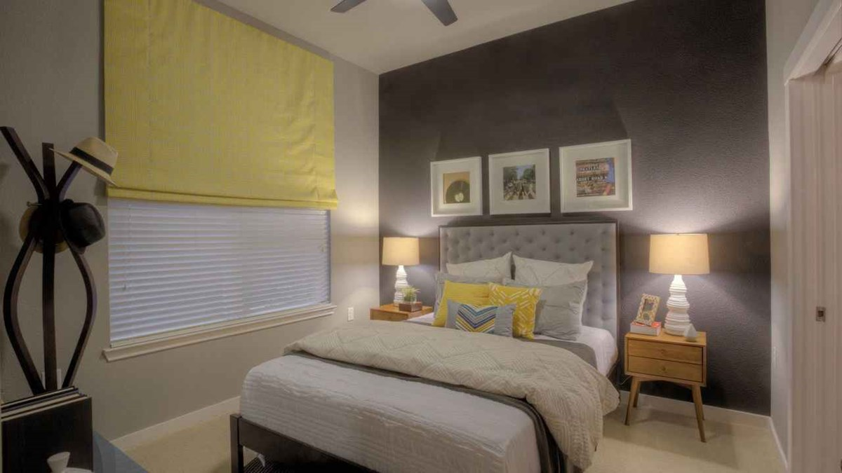 Bedroom at Listing #228613