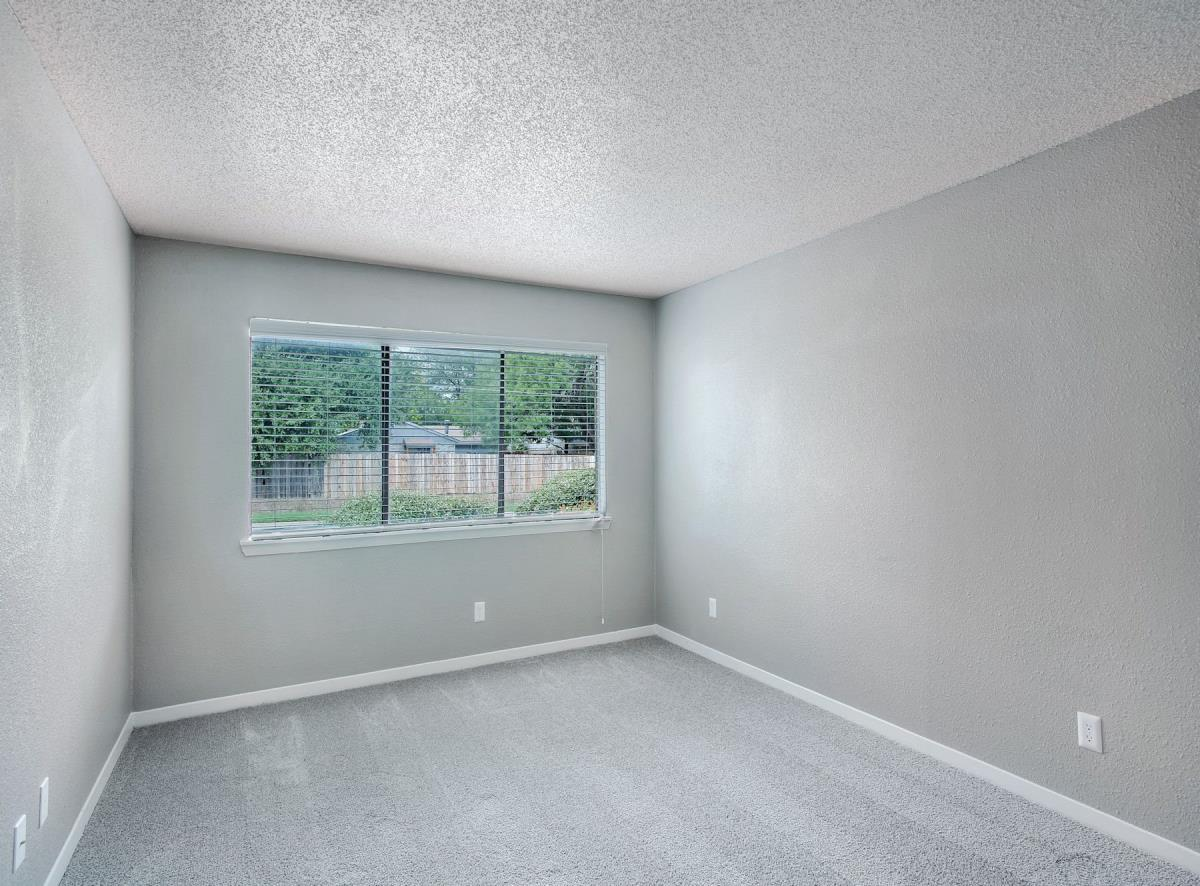 Bedroom at Listing #136742