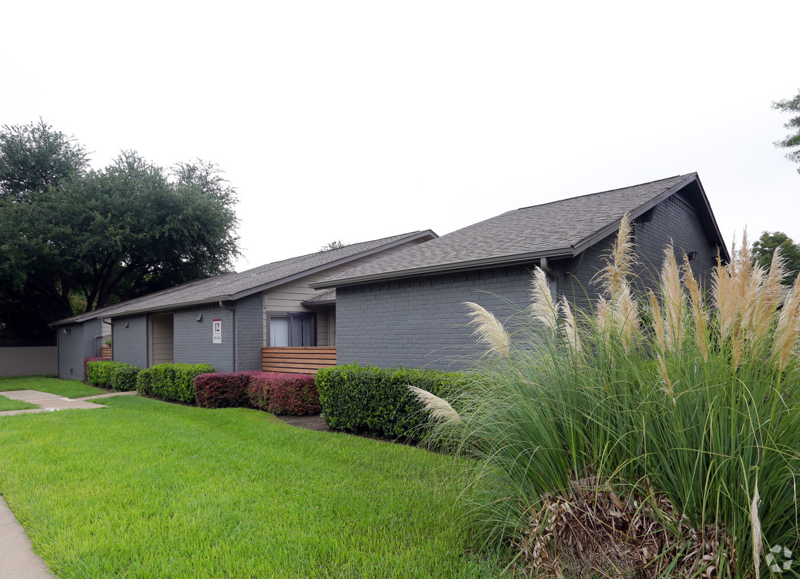 Exterior at Listing #135769