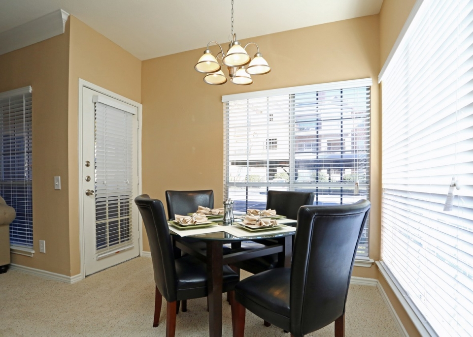 Dining at Listing #136170