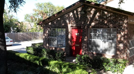 Exterior 3 at Listing #136352